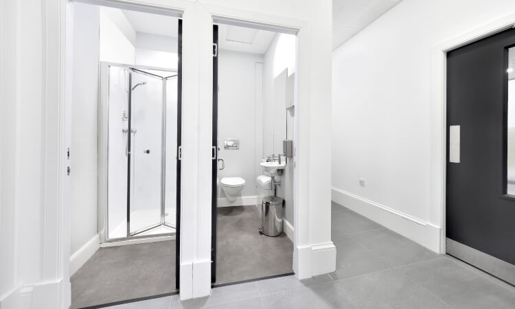 38_Thistle_Street_-_Shower_and_WC_1.jpg
